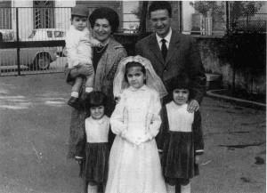 """la famiglia Taliercio ad una comunione all'asilo del Sacro Cuore (dal libro """"Taliercio 10 anni dopo"""")"""