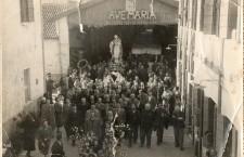 1951: Processione della Madonna Pellegrina. In Galleria Barcella