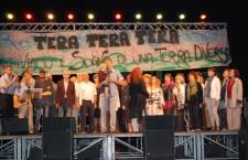 ASSOCIAZIONI coro voci dal mondo palco