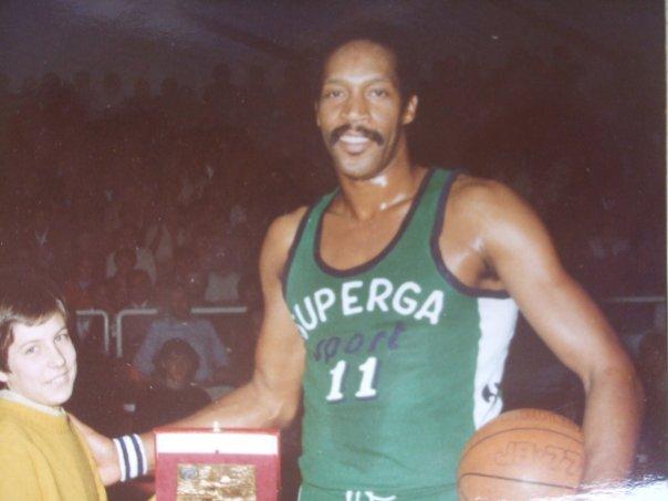 1979: un giovane Andrea Mazzon premia Harthorne Wingo (Foto Grossi)