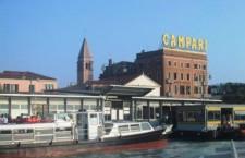 Insegna Campari al Lido, rivolta verso Venezia