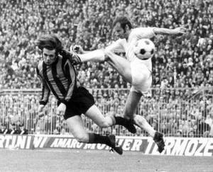 Panzanato contrasta Boninsegna in Inter-Napoli (1971)