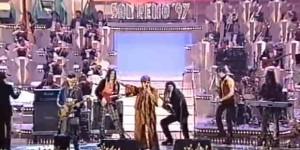 "I Pitura Freska cantano ""Papa Nero"" a Sanremo '97 (imm. Rai)"