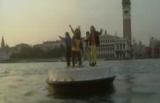 """I Pitura Freska ballano davanti a S.Marco (dalla clip """"Papa Nero"""" di Teo Film)"""