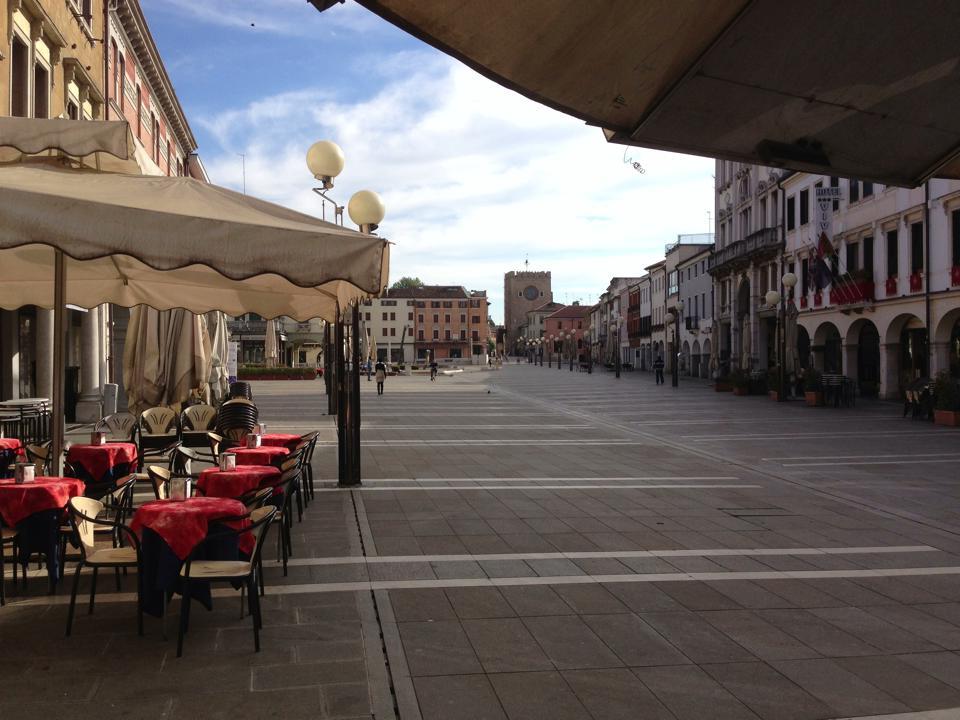 CARTOLINE edicola in piazza