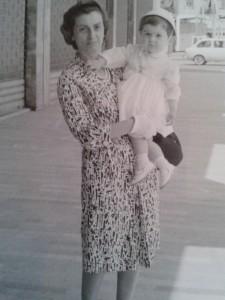 in Corso del Popolo in braccio alla mamma (ph. Annamaria Bortolan)
