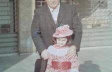Annamaria Bortolan a carnevale vestita da Mary Poppins con il padre